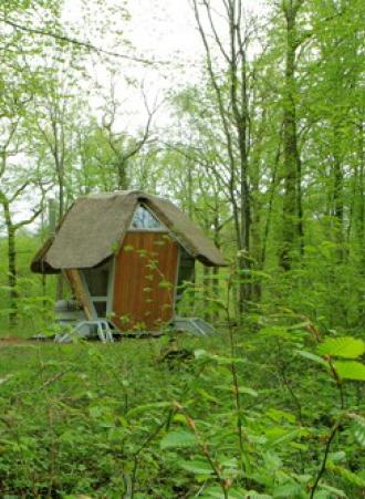 les maisons sylvestres venez dormir dans les bois dans. Black Bedroom Furniture Sets. Home Design Ideas